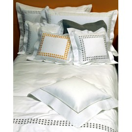 Bedlinen (sewn, check-embroidery)